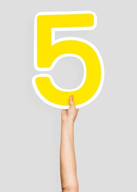 Mãos, segurando, a, numere 5 Foto gratuita