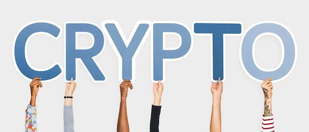 Mãos, segurando, azul, letras, formando, a, palavra, crypto Foto gratuita