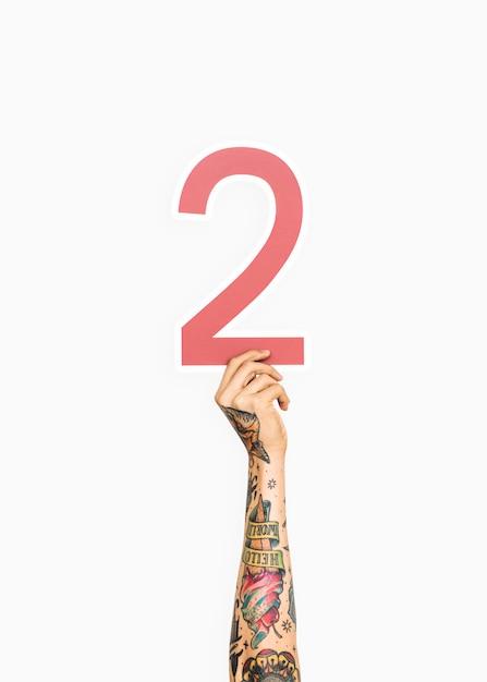 Mãos, segurando, numere dois, sinal Foto gratuita