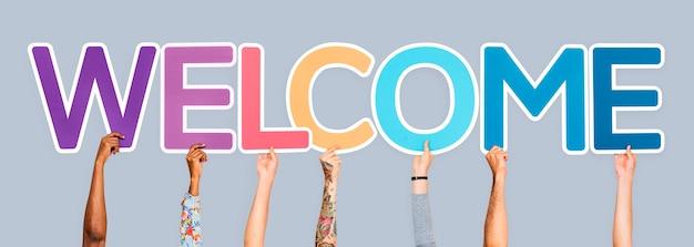 Mãos, segurando, palavra, bem-vindo Foto gratuita