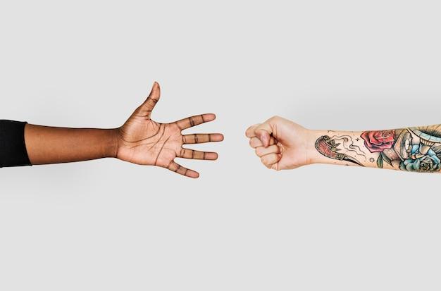 Mãos, tocando, rock-paper-scissors Foto gratuita