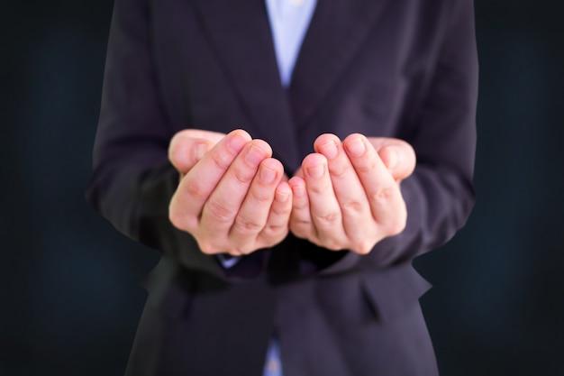 Mãos vazias abertas vazias de empresário Foto Premium