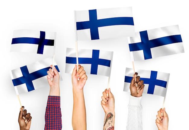Mãos, waving, bandeiras, de, finland Foto gratuita