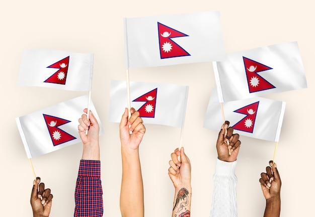 Mãos, waving, bandeiras, de, nepal Foto gratuita
