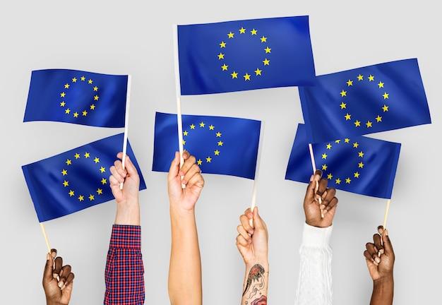 Mãos, waving, bandeiras, europeanunion Foto gratuita