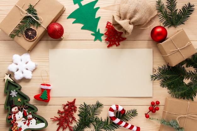 Maquete de celebração de natal com enfeites Foto gratuita