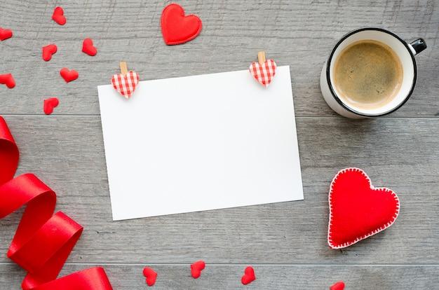 Maquete de papel em branco de dia dos namorados. modelo de cartão Foto Premium