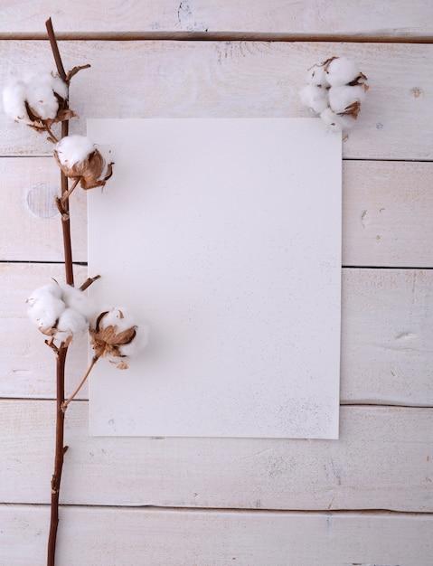 Maquete de quadro de cartaz com flores de algodão Foto Premium