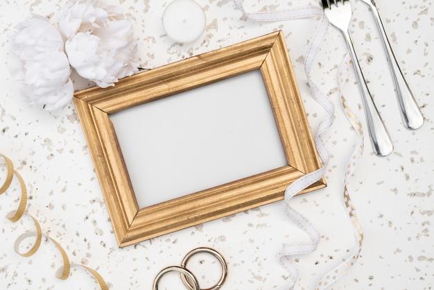 Maquete de quadro de casamento com várias decorações Foto gratuita