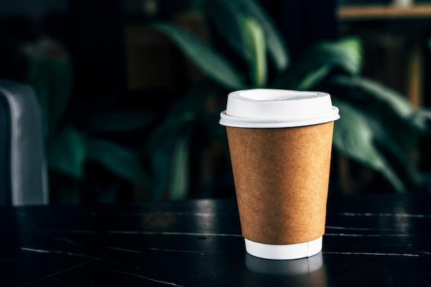 Maquete de uma xícara de café descartável Foto gratuita