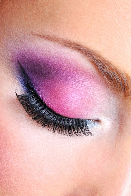 Maquilhagem de olhos com cores saturadas brilhantes - macro Foto gratuita