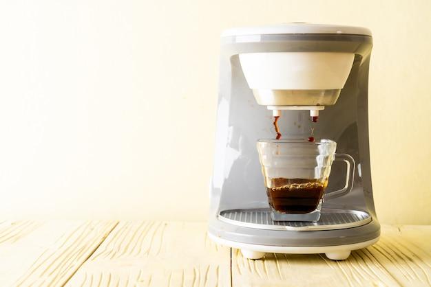 Máquina de café fazendo café Foto Premium
