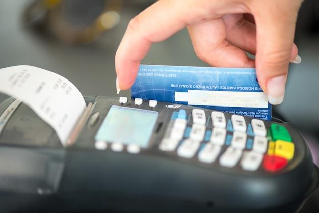 Máquina de cartão visa Foto Premium