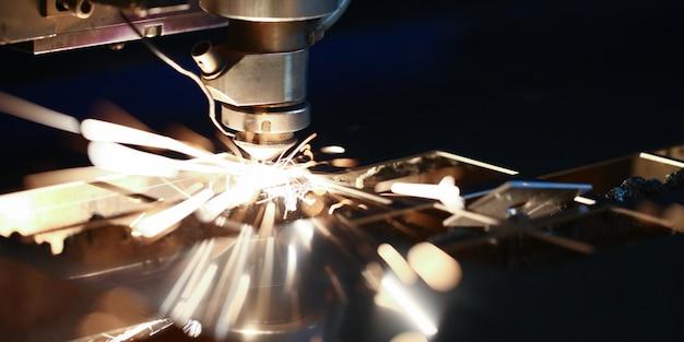 Máquina de corte a laser de metal cnc. Foto Premium