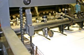 Máquina de impressão offset, folha Foto gratuita
