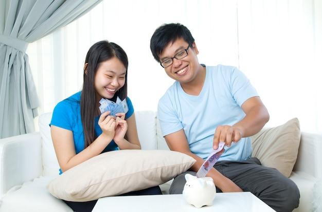 Marido e mulher com conceito de finanças familiares Foto Premium