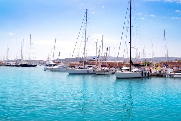 Marina porto em palma de maiorca em ilhas baleares Foto Premium