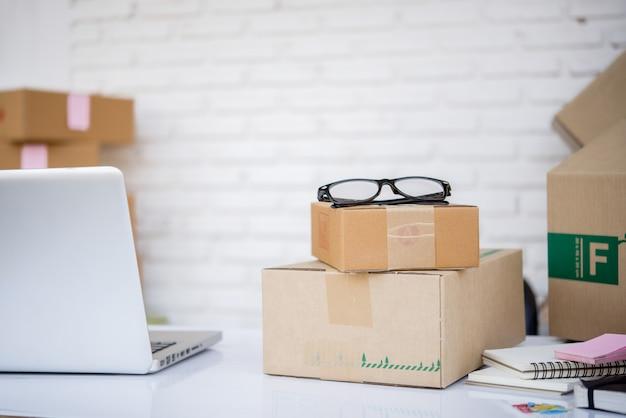 Marketing de serviços online no departamento de entrega Foto gratuita