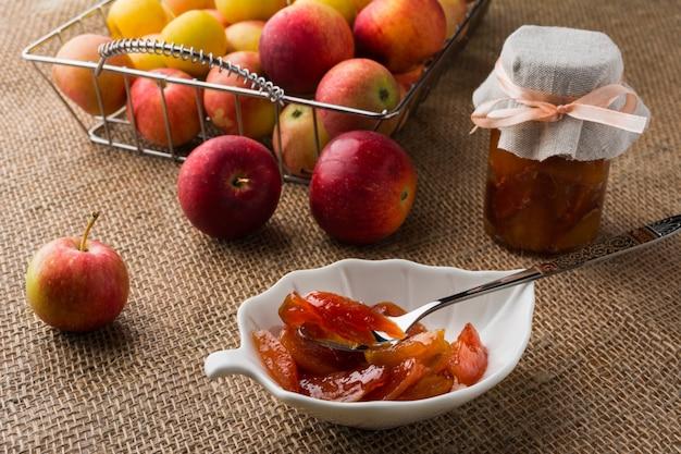 Marmelada de fatias de maçã caseira Foto Premium