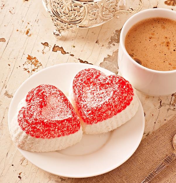 Marmelada em forma de coração Foto gratuita