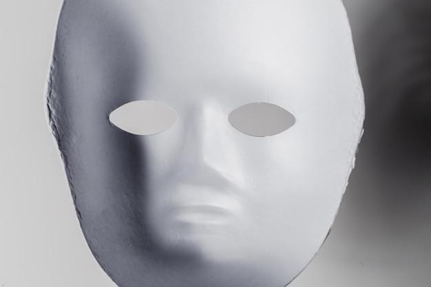 Máscara branca close-up Foto Premium