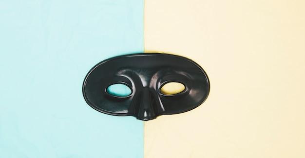 Máscara de olho negro em fundo duplo Foto gratuita