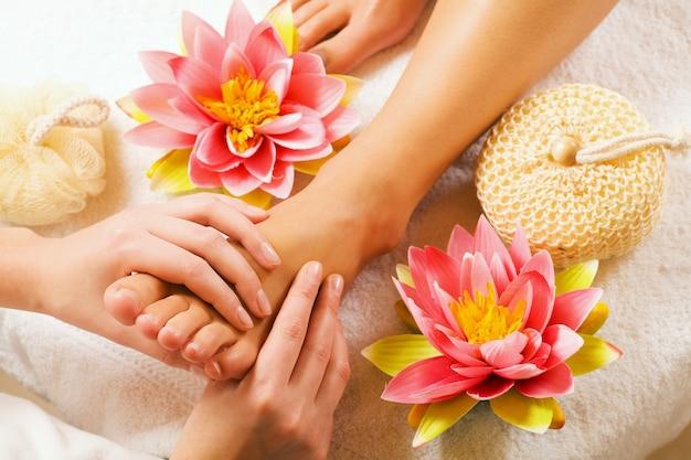 Massagem nos pés Foto Premium