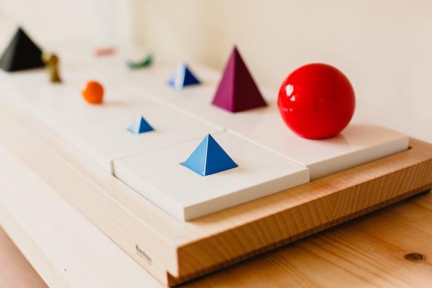 Material de madeira montessori para a aprendizagem de crianças e crianças na escola Foto Premium