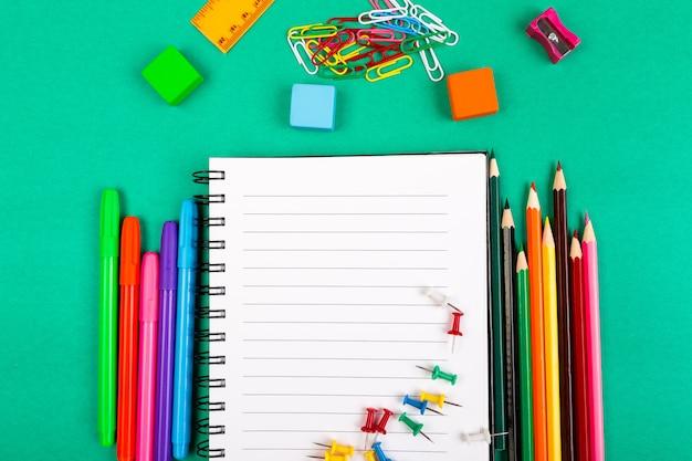 Material escolar, conceito de volta às aulas, Foto Premium