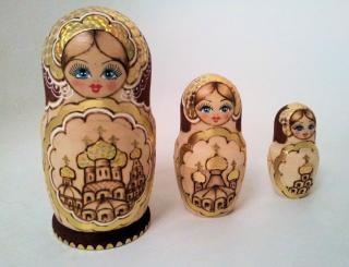 Matryoshka bonecas de ouro Foto gratuita