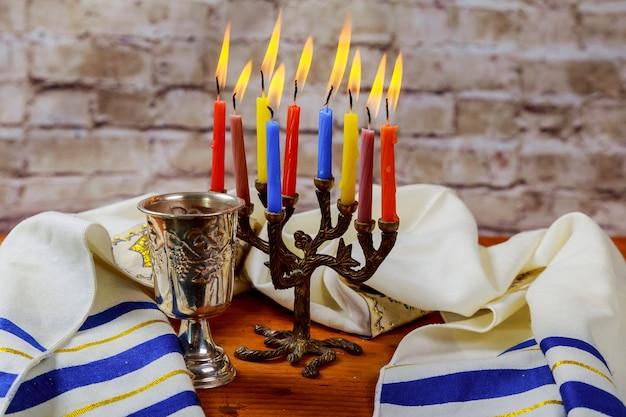 Matzah tradicional do sabbath judaico e ritual do vinho Foto Premium