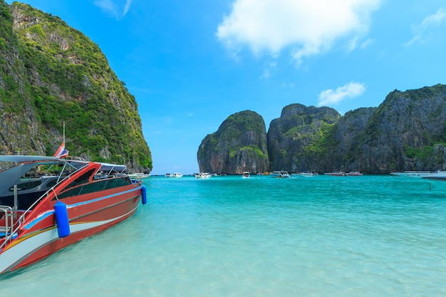 Maya bay uma das mais belas praias da província de phuket, tailândia. Foto Premium
