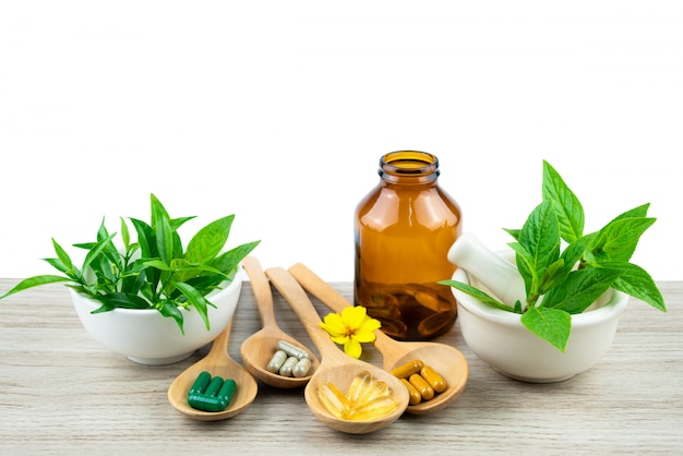 Medicina alternativa, comprimidos, cápsulas e suplementos orgânicos vitamínicos Foto Premium