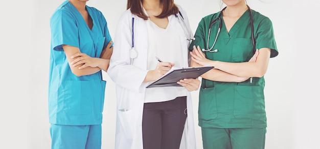 Médico, e, enfermeira, verificar, paciente, informação Foto Premium