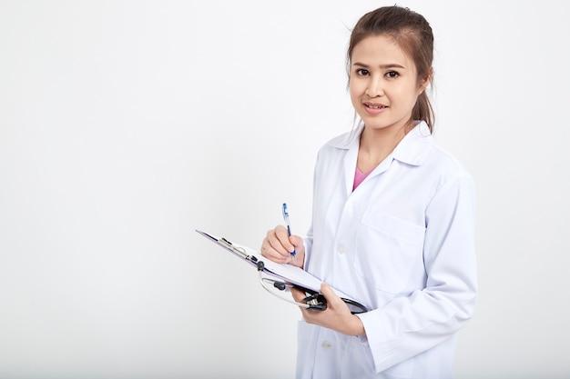Médico feminino, escrita, ligado, área de transferência Foto Premium