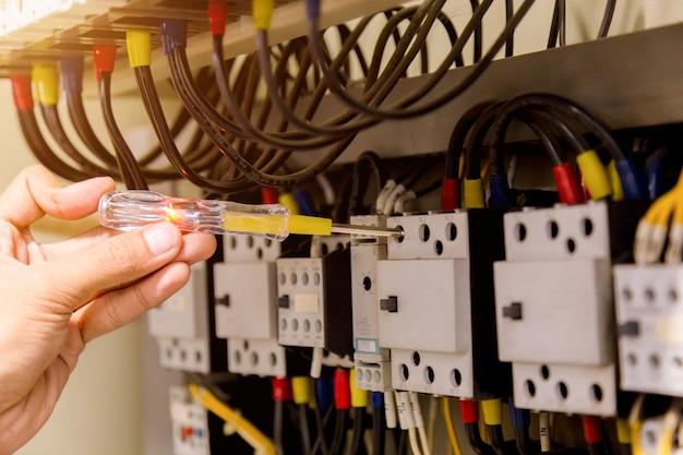 Medições eletricista Foto Premium