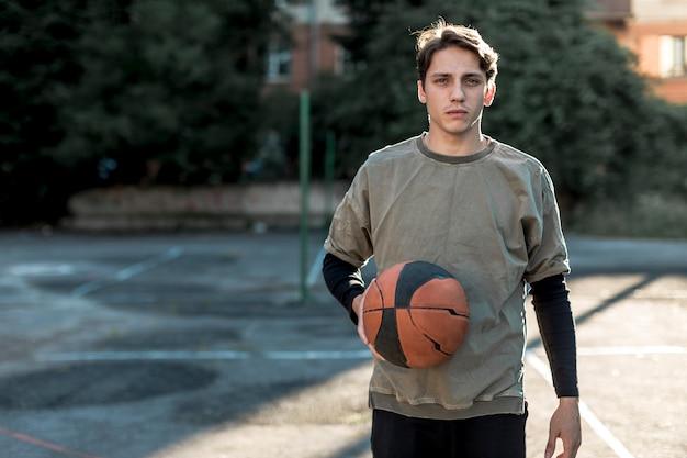 Médio, tiro, urbano, basquetebol, jogador Foto gratuita