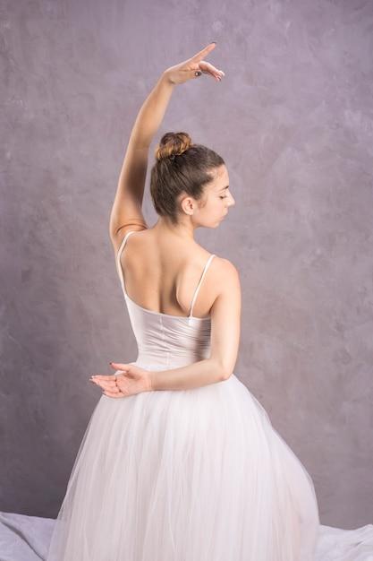 Médio, tiro, vista traseira, bailarina Foto gratuita