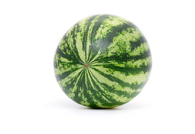 Melancia inteira fresca isolada, verde completo berry de melancia Foto Premium