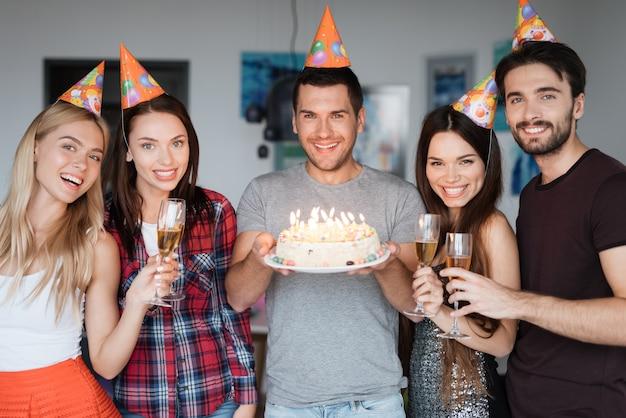 Melhores amigos grande humor. festa de aniversário surpresa. Foto Premium