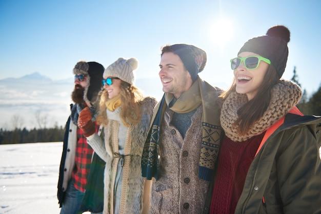 Melhores amigos no inverno Foto gratuita