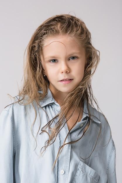 Menina à moda jovem adolescente Foto gratuita