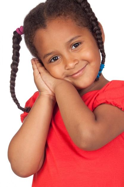 Menina africana adorável isolada em um fundo branco excedente Foto Premium
