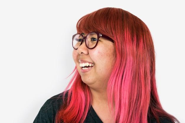 Menina asiática cabelo rosa sorrindo Foto Premium