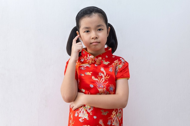 Menina asiática, desgaste, cheongsam, pensando Foto Premium