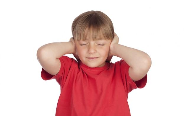 Menina assustada, cobrindo as orelhas dela Foto Premium