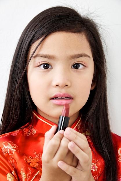 Menina com batom vermelho Foto Premium