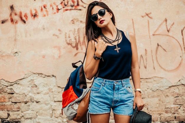 Menina com chapéu preto Foto Premium