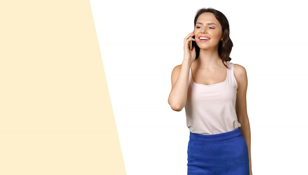 Menina, com, telefone móvel Foto Premium