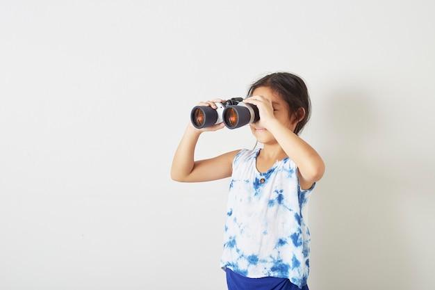 Menina criança, olhar, binocular Foto Premium